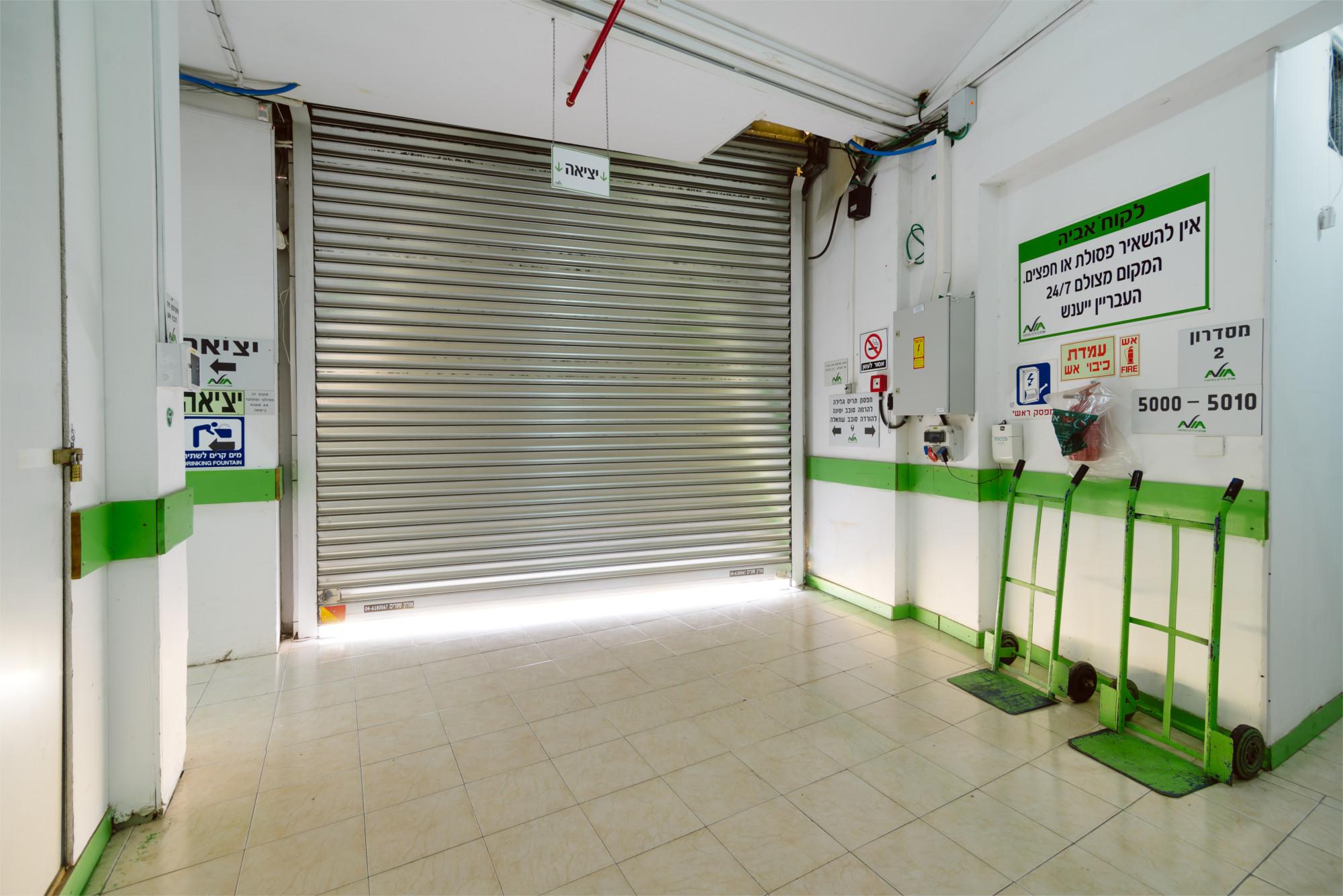 סניף חיפה - רחבת כניסה | מחסנים להשכרה בחיפה